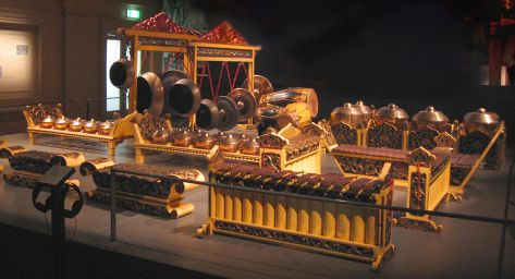 Gamelan music equipment. photo taken By User: Sengkang - Own work, Copyrighted free use, https://commons.wikimedia.org/w/index.php?curid=1036075
