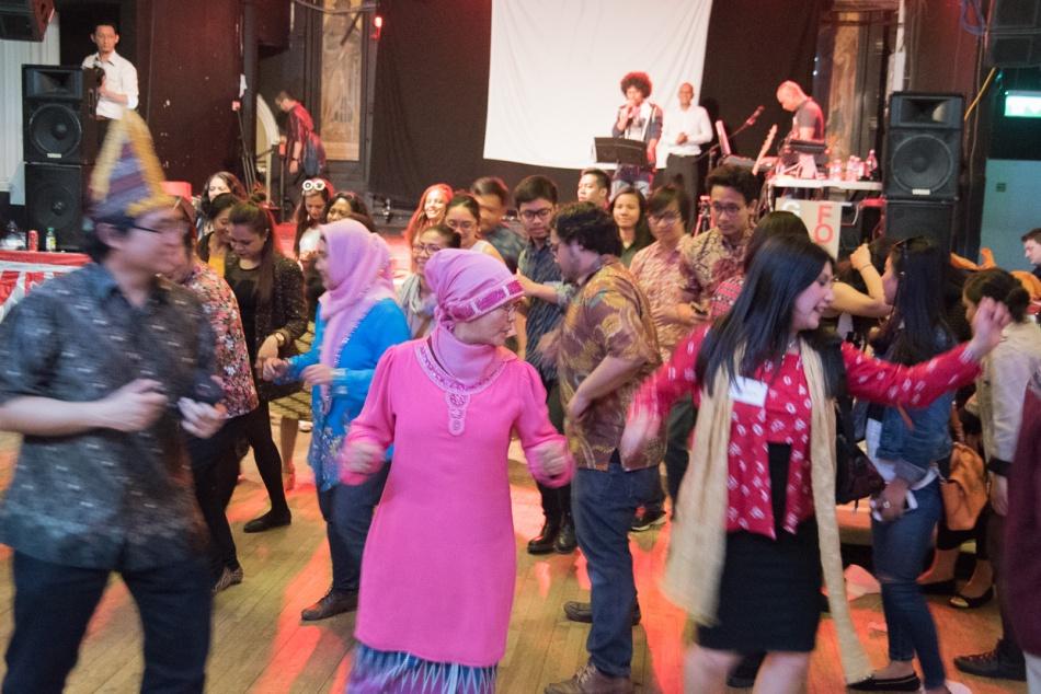 Kekiri & kekanan song by Dadily and everybody dance along